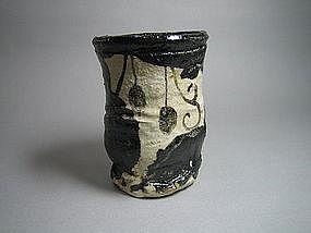 Kuro-oribe Yunomi by Suzuki Goro (c)