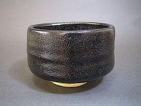 Seto-guro chawan by Sugiura Yoshiki