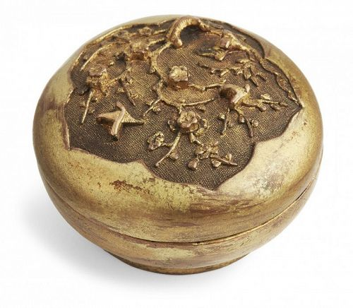 Chinese Antique gilt-bronze, lidded box for the Scholar´s table. Ming