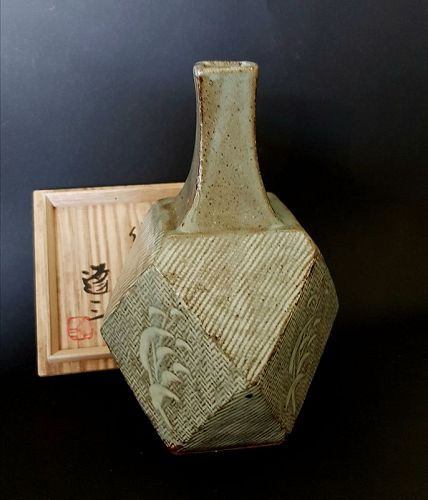 Shimaoka Tatsuzo diamond cut shape vase in Mishima-style decoration
