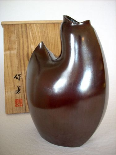 Nakajima Yasumi II bronze vase in the shape of a stylised chicken