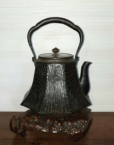 Great Iron Tetsubin Water Kettle, Tea Ceremony Ryubundo lid.