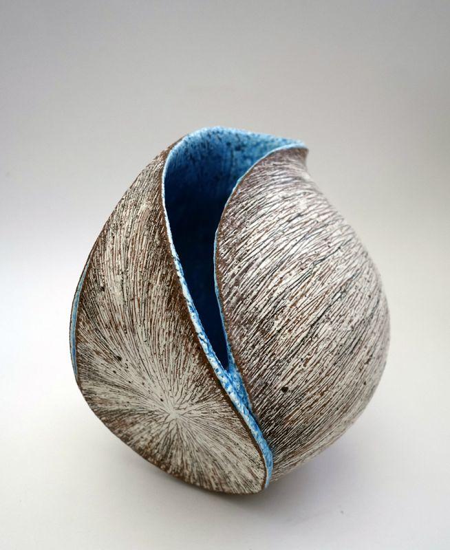 Tanoue Shinya Sculptural Eggshell Vessel Kara Shell