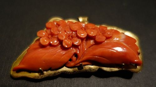 Vintage Chinese 18 K Gold & Carved Salmon Red Coral Brooch
