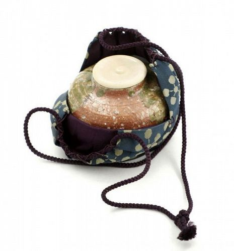 Esquisite Iga Chaire Tea Caddy and silk brocade pouch
