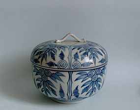 Ko Imari Take-zu Futamono Covered Bowl 18C