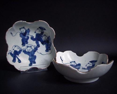 Pair of Ko Imari Sometsuke Karako-zu  Suhama-gata Dishes c.1780