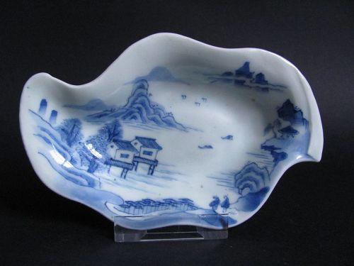 Ko Imari Sansui-zu Oyster form Dish Early 19C
