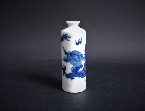 Chinese �Imperial Dragon� Pillar Form Snuff Bottle Qing 19C