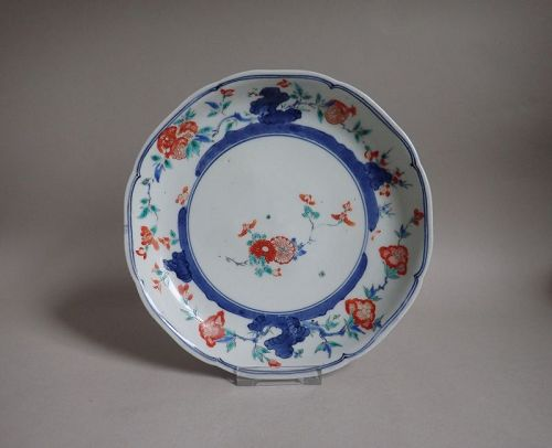 Kakiemon Somenishikide Chrysanthemum Pattern Dish Late 17C.
