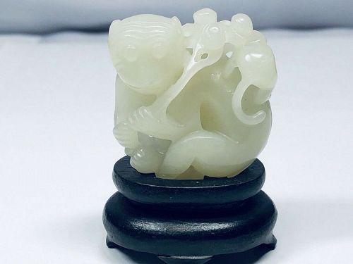 19th chinese White Jade Monkey Group