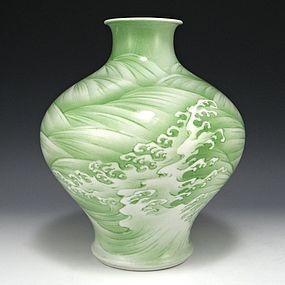 MAKUZU KOZAN I Japanese Green Waves Vase 9.62 Inches