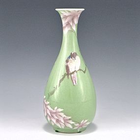 Makuzu Kozan I Green and Pink Bird Japanese Vase