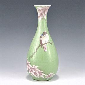 Makuzu Kozan I Green and Pink Bird Japanese Vase