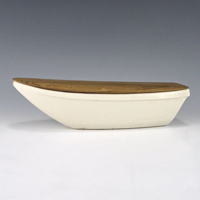 Seifu Yohei III Japanese Incised Wave Boat Bowl