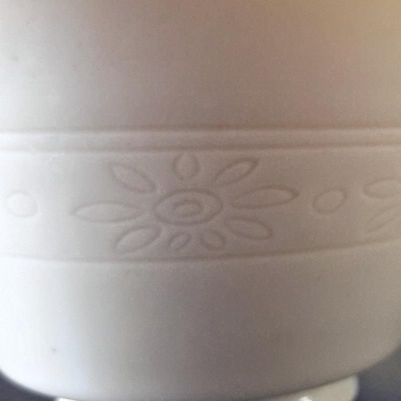 Seifu Yohei III Hakuji Incised Flower Tea Bowl