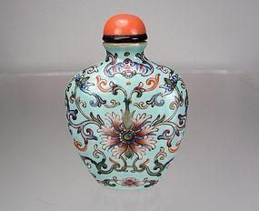 19th C.Family Rose Enameled Porcelain Snuff Bottle, Qianlong Mark