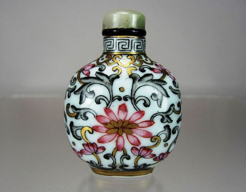 Qing Dynasty, Famille Rose Porcelain Snuff Bottle, Qianlong Mark