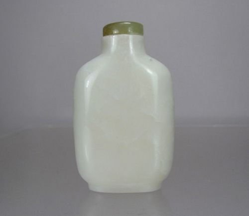 MUTTON-FAT WHITE JADE SNUFF BOTTLE, 19th Century