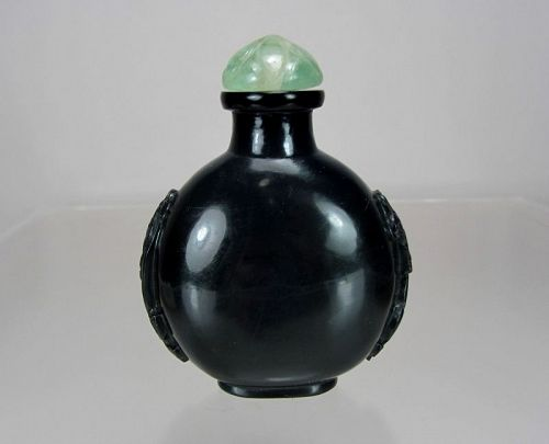 BLACK JADE Carved Chi-long Snuff Bottle, Qing Dynasty, 1750-1860