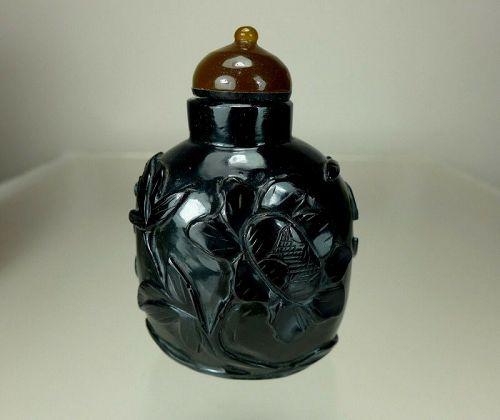 BLACK JADE CARVED SNUFF BOTTLE, 19th Century