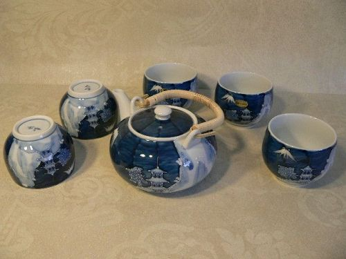 GOSUTAKE Japanese Porcelain Tea Cups and Tea Pot