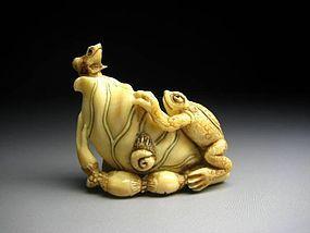 Japanese Antique Frog Lotus Okimono Netsuke Statue Art