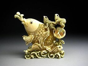 Japanese Antique Carp Fish Frog Koi Netsuke Okimono Statue