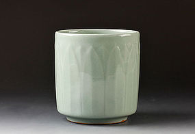 A Finely Crafted Celadon Tsutsu Chawan by Suwa Sozan the First