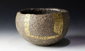 Haito Chawan with Gold Decoration by Sato Kazuhiko