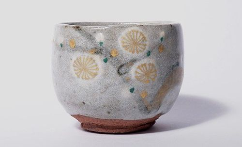 e-Karatsu Tea Bowl with Gold Painted Plum Blossom