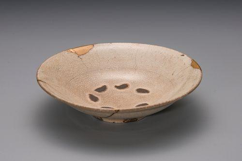 A Classic Koryo Hira Tea Bowl with Gold Repairs