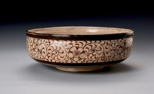 A Large e-Seto Bowl with Arabesque Design