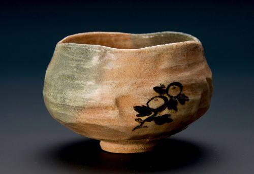 A Red Raku Tea Bowl w/ Painted Chrysanthemum by Raku Kônyû (12)
