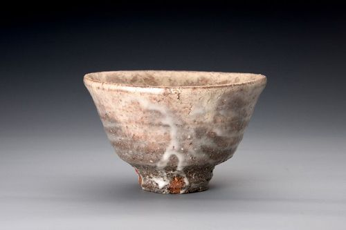 A Hagi tea bowl by Koto Kenshin