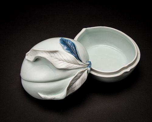 A Large Porcelain Peach Vessel by Suwa Sozan II