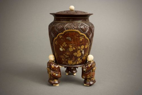 A Japanese wood and lacquer O-natsume