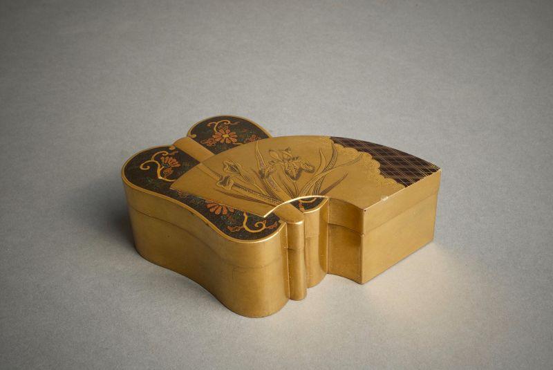 A Japanese lacquered fan shape kogo box