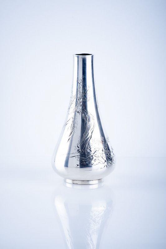 Gentoshi – A Japanese silver vase