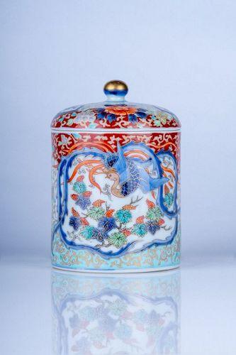 Fukagawa - A Japanese Imari porcelain box