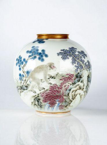 Fukagawa - A Japanese globular vase