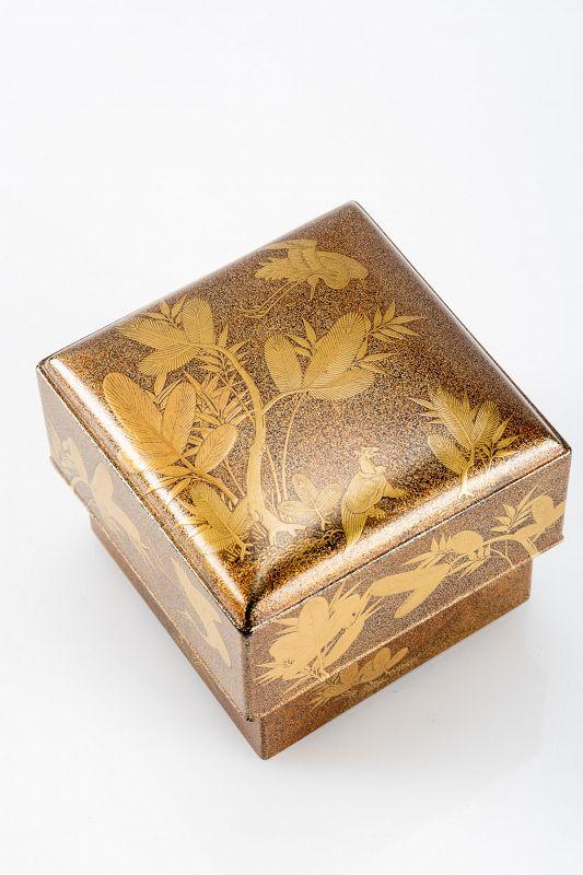 A Japanese kogo box