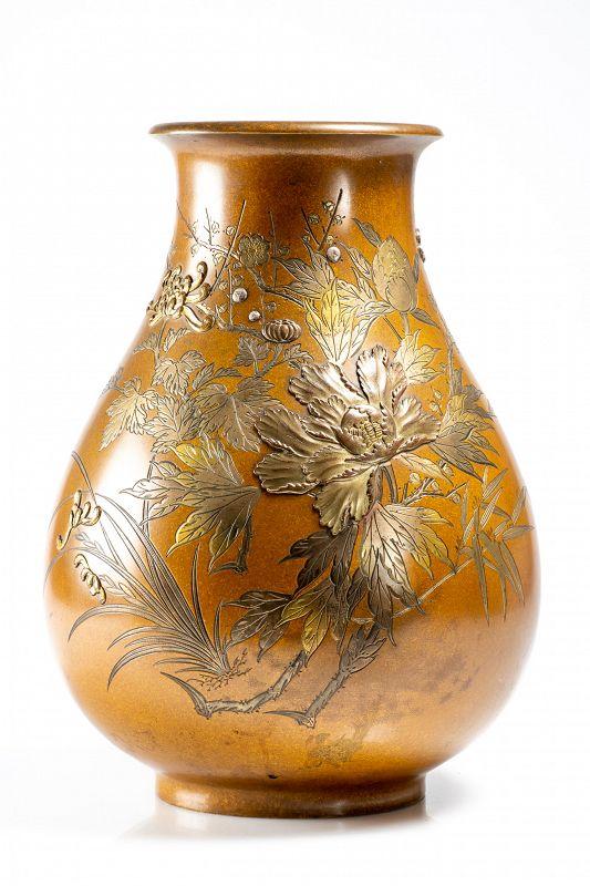 Shoyū - A Japanese bronze vase