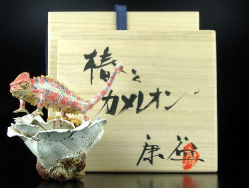 Tsugiura Yasuyoshi Contemporary Ceramic Object Camellia and Cameleon