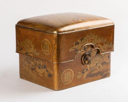 Tebako Gold lacquer box with landscape Japan Edo 19th