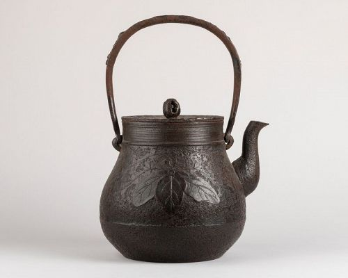 TETSUBIN Iron kettle with a paulownia Japan Edo 19th century