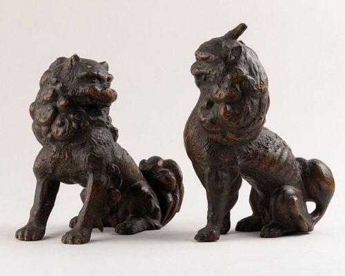2 Shishi - wood carving lions. Coll. Gillot. Japon Edo 17th