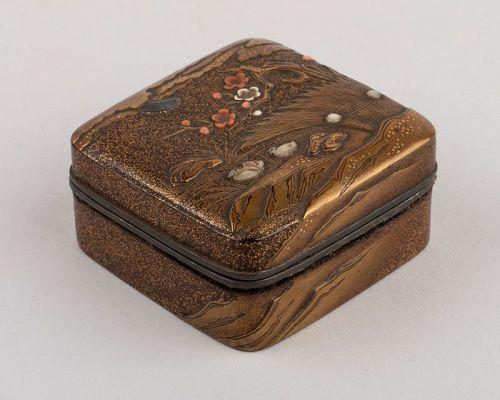 Kogo-small lacquer box with madarin ducks Japan Edo 18th