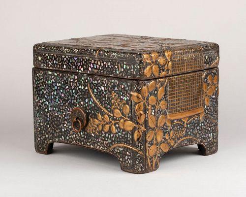 Ryukyu mother-of-pearl inlay and lacquer box (Tebako) Japan Edo18th