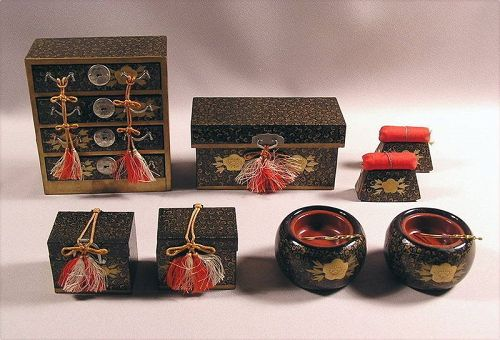 Finely made Japanese Lacquer Miniature Tansu and Dougu Set